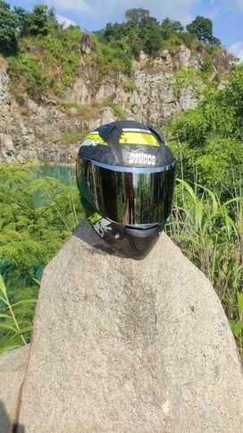 New Studes thunder helmet colour in black and neaon