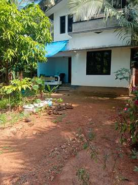 7.5 cent area .. upstair house. In road side