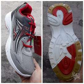 Sepatu sport Pro Att