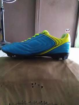Sepatu sepak bola vegeto