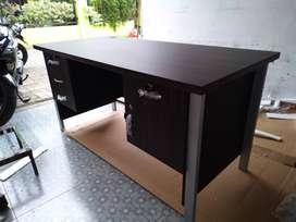 Meja kerja 1/2 biro Kaki besi baru murah
