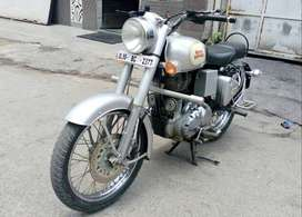 Good Condition Royal Enfield Classic std with Warranty |  2377 Delhi