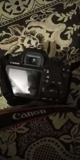 1100d canon camera available for sell