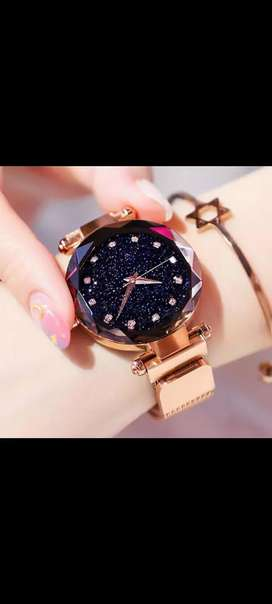Magnetic strap Crystal glass new fashionwatch for girls.