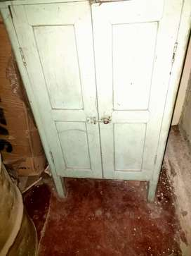 Wooden wardrobe /almirah