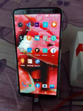 One plus 5T WITH BOX, CHARGER. PERFECT CONDITION.