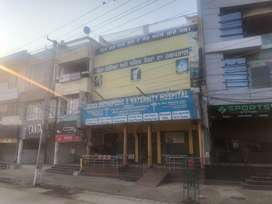 Commercial area for rent on Mall Road on first floor