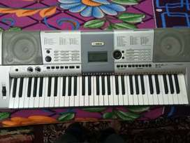 Key board Yamaha i425