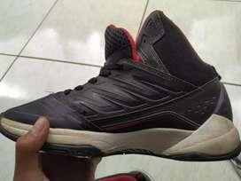Dijual sepatu basket,