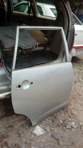 Innova bannet, dicky,2doors of right side.one is middle and front door