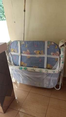 Jual tempat tidur bayi preloved ukuran 1x1x1 meter