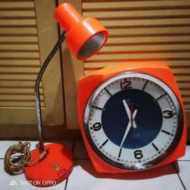 Jam transistor dan lampu belajar