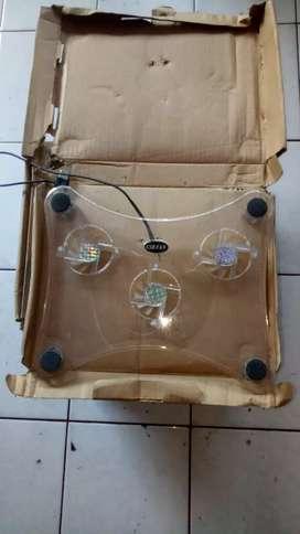 Kipas untuk pendinginan  laptop supaya panas bisa terbuang dgn baik