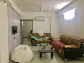 3bhk fully furnished flat available for rent in high rise building.