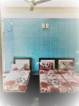 GIRLS PG FULL FURNISHED ROOMS ARE AVAILABLE IN SEC 43 SHUSHANT LOK 1