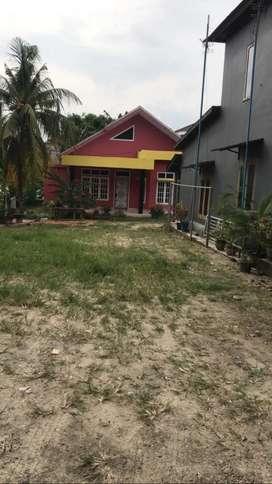 Disewakan rumah halaman luas lingkungan nyaman