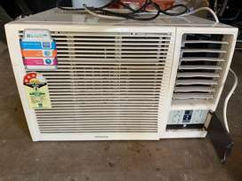 Hitachi Kaze Plus 3 Star Rated 1 TON Window AC