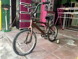 Sepeda bmx 20 roda samping