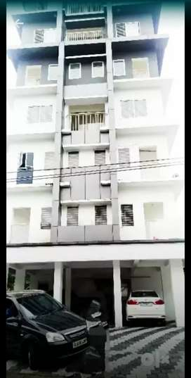 12600 sqft 10 flats 1.85 lk monthly rent getting near edapally