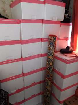 Styrofoam box. P = 42cm  L= 29cm  T=22cm