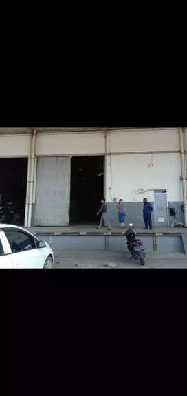 Gudang loading dock siap pakai di Jakarta luas 410m2 x 3 = 1.230m2