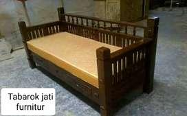 Sofa santai minimalis moderen clasic, P.200x80cm, bahan kayu jati tua