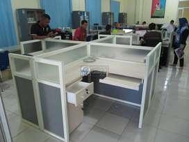 Meja Sekat Kantor Untuk 4 Orang (perset)