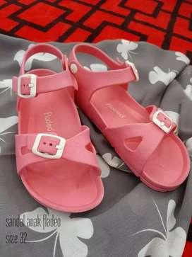 Preloved sandal fladeo