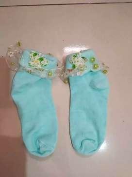 Kaos kaki anak wanita