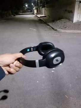 Leaf wireless headphones