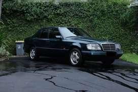 Jual Mercedes-Benz E220 Masterpiece W124 1995 Hijau Metalik