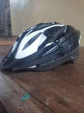 Helm sepeda blaze, mulus, bagus.