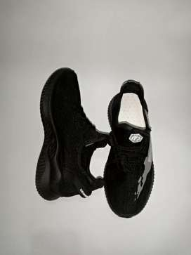 Good quality, Easy to ware,Soft and elastic sole ,with Lasis