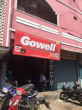 Commercial Building with 4 shops for sale