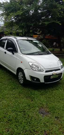 Chevrolet spark, petrol top model, 4 cylinders.