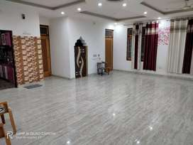 House floor for Rent