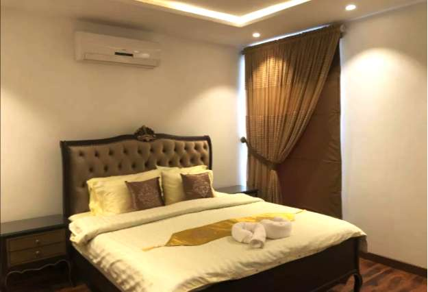 Luxury 1bed apartmen.t for short and long stay, car parking, wifi 0