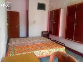 Girls PG furnished in Aliganj