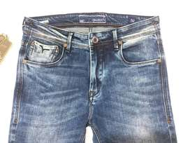 Need buyers for branded jeans with tag