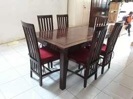 Meja makan set bantalan
