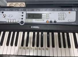 Keyboard/piano  Yamaha Psr-E213