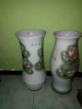 Di jual 2 guci atau vas bunga