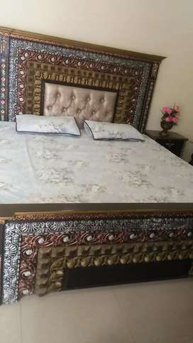 Bed set(bed,side tables & dressing table)
