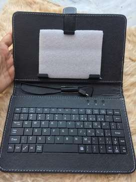 Tablet cover with keyboard