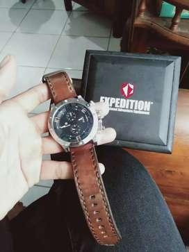 Jam expedition E6831M lengkap dengan kotak