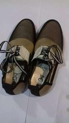 Sepatu keren modis kondisi masih bagus