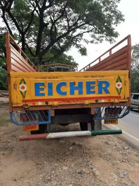 EICHER 11-10, 19feet