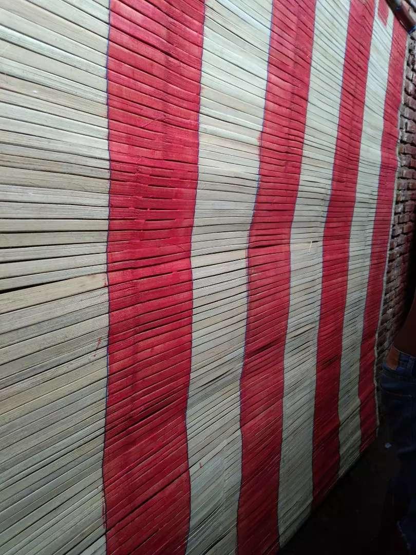 Tikar rotan dan kulit bambu dan isi bambu