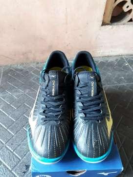 Sepatu Futsal Mizuno Rebula Sala Select IN