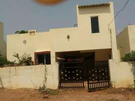 A Simplex house with garden and own parking for urgent sale